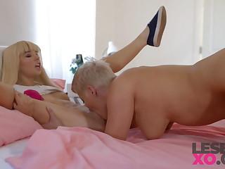 Petite Squirter Kenzie Reeves & MILF Ryan Keely - LesbianXO